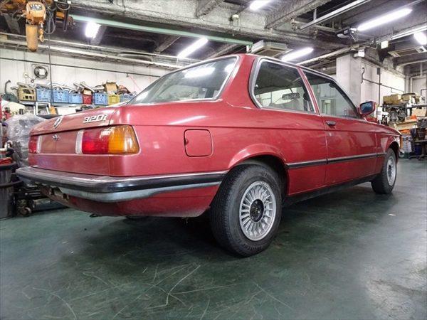BMW 320i リア