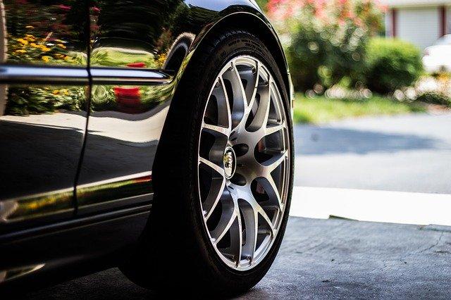 タイヤの交換時期はいつ?日常点検や保管方法で寿命を延ばそう!