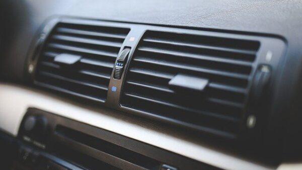 突然の車のエアコンの故障。その原因と対策方法をまとめてみた